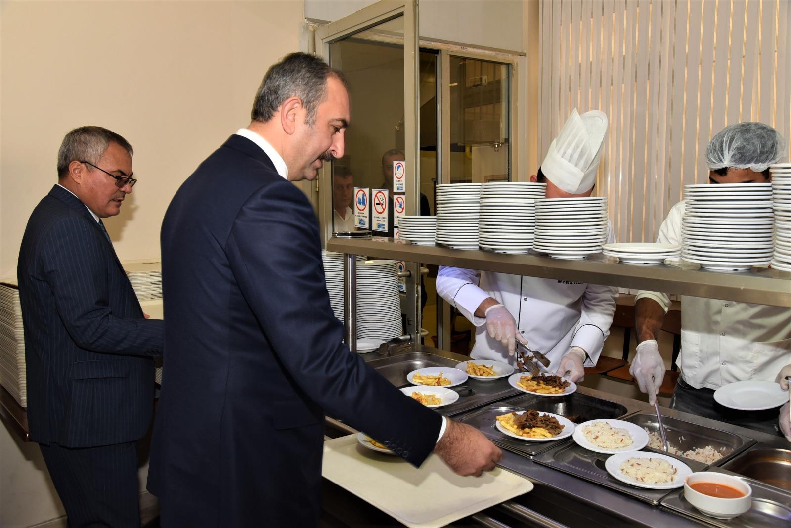 adalet bakani abdulhamit gul manisa adliyesi ni ziyaret etti